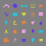 Media che commercializzano le icone di colore su fondo grigio Fotografia Stock Libera da Diritti