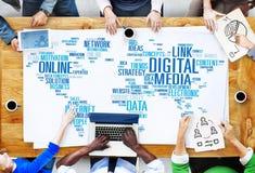 Media de Digital reliant le concept satisfait de technologie de réseau images libres de droits