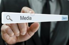 Media de Word écrit dans la barre de recherche photos stock