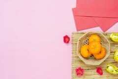 Media di lingua cinese ricca o ricca e felice Nuovo anno lunare di vista del piano d'appoggio & fondo cinese di concetto del nuov immagine stock