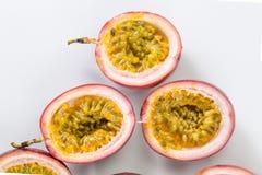 Media fruta de la pasión del corte imagen de archivo