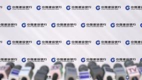 Media gebeurtenis van CHINA CONSTRUCTION BANK, persmuur met embleem en microfoons, het redactie 3D teruggeven vector illustratie