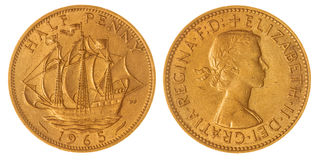 Media moneda del penique 1965 aislada en el fondo blanco, Gran Bretaña Fotografía de archivo