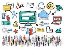 Media multi-ethnique de Social de télécommunications mondiales de personnes de foule Images stock