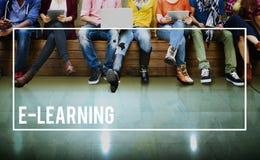 Media online di istruzione di e-learning che studiano concetto Fotografia Stock
