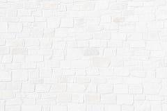 Media pared de ladrillo transparente de piedras ásperas naturales Fotografía de archivo libre de regalías
