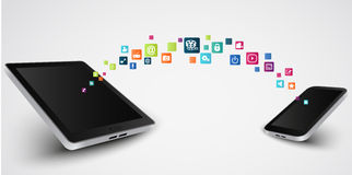 Media social, communication dans les réseaux globaux de smartphone Photo stock