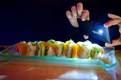 Media sociali al ristorante Fotografie Stock