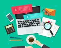Media sociali che commercializzano analizzare, dialogo online, ricerca di statistiche, posto di lavoro Immagine Stock