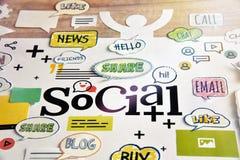 Media y establecimiento de una red sociales Fotos de archivo libres de regalías