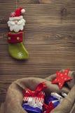 Media y saco de la Navidad con los regalos Imágenes de archivo libres de regalías