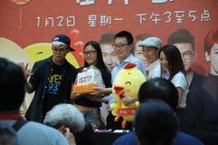Mediacorp diskjockey på Singapore Jurong pekar galleriamittetappen Royaltyfria Foton