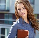 Mediador imobiliário atrativo Woman Imagem de Stock