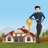 Mediador imobiliário com casa e chave Fotos de Stock Royalty Free