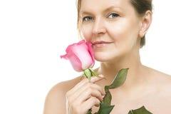 Mediados de mujer adulta atractiva, cara femenina del caucásico hermoso w imágenes de archivo libres de regalías
