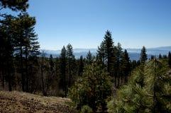 Mediados de paisaje de la montaña del día imágenes de archivo libres de regalías