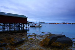 Medianoche en las islas del lofoten imagenes de archivo