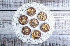 Mediants del cioccolato con le nocciole Fotografia Stock Libera da Diritti