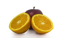 A medias anaranjado con la manzana en blanco. foto de archivo libre de regalías