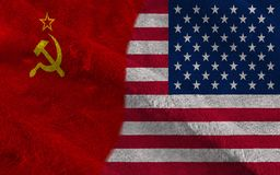Medias banderas de los E.E.U.U. y de URSS junto imagen de archivo