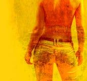 Medias mujeres descubiertas en pantalones vaqueros en fondo textured Foto de archivo libre de regalías