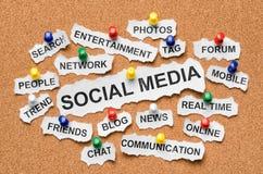 Medias palabras sociales del concepto en corkboard fotos de archivo libres de regalías