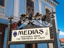 Medias Rumunia, Czerwiec, - 2017: Medias miasta symbol w głównym placu Obrazy Stock