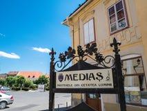 Medias Rumunia, Czerwiec, - 2017: Medias miasta symbol w głównym placu Obraz Stock