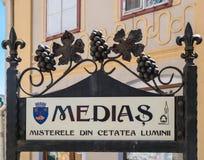 Medias Rumunia, Czerwiec, - 2017: Medias miasta symbol w głównym placu Fotografia Stock