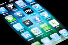 Medias sociaux Apps sur l'iPhone 4 d'Apple Photo libre de droits
