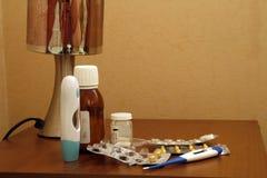 Medicaciones en la mesita de noche Fotografía de archivo