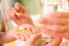 Medicaciones para una mujer mayor Imagen de archivo libre de regalías