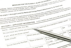 Medicaid-Anwendung und Silber-Feder lizenzfreie stockbilder