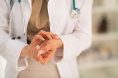 Medical doctor woman measuring pulse Royalty Free Stock Images