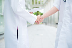 Medical doctors shaking hands Royalty Free Stock Photos