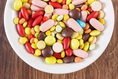 Medical pills, tablets and capsules on glass plate, health care concept Royalty Free Stock Photos
