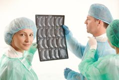 Medical team with x-ray image Royalty Free Stock Photos