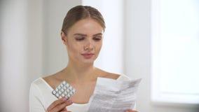 medicament Instrução dos comprimidos da leitura da mulher no interior claro video estoque