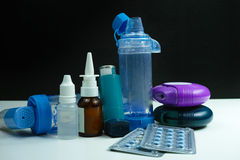 Medicamentação da asma Grupo de inalador e de medicamentação Foto de Stock