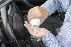 A medicamentação e a condução são perigosas. Imagem de Stock