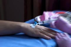 Medicamentação injectável administrada através do cateter venoso Imagens de Stock Royalty Free