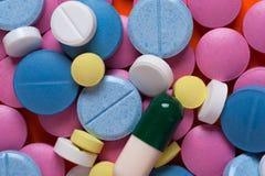 Medicamentos multicolores, visión superior Imagen de archivo