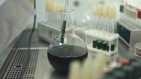 Medicantest in Laboratorium stock video