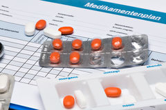 Medication plan (in German), with tablets and stethoscope Royalty Free Stock Photos