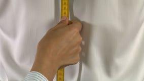 Medición de Back Length Body del sastre almacen de metraje de vídeo