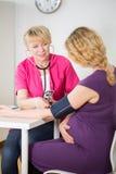 Medición de la presión arterial Imagen de archivo