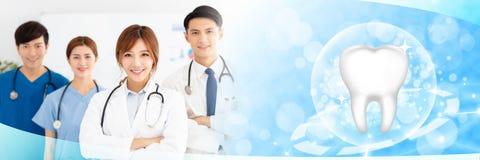 medici con i concetti sani del dente fotografie stock