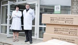 Medici decidono dove posto l'aiuto umanitario Immagini Stock