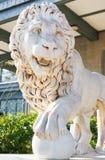 Medici lejon med sfären nära den Vorontsov slotten royaltyfria foton