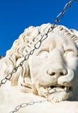 Medici lejonslut upp nära den Vorontsov slotten royaltyfri fotografi